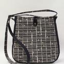 Szürke piramis táska, Női válltáska feketén-fehéren, mégis színes...