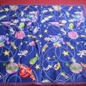 Űrodüsszeia játszószőnyeg ajándék csörgős textil babakockával