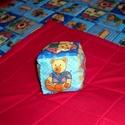 Pink szegélyű macis játszószőnyeg ajándék csörgős textil babakockával!, Baba-mama-gyerek, Játék, Gyerekszoba, Falvédő, takaró, Varrás,   AJÁNDÉKBA KAPSZ HOZZÁ EGY PATCHWORK MINTÁS BABAKOCKÁT!!!        100%-os pamutvászonból varrtam ez..., Meska