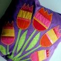 Lila tulipános párna, Baba-mama-gyerek, Gyerekszoba, Falvédő, Párna, Patchwork, foltvarrás, Varrás, Lila pamutvászon alapra applikációs technikával készítettem a párnát.Mérete 38 X 38 cm. Saját készí..., Meska