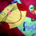 Csizmás Kandúr párnácska, Baba-mama-gyerek, Gyerekszoba, Falvédő, Párna, Patchwork, foltvarrás, Varrás, Pink pamutvászonra tarkabarka csizmás karton anyagból applikációs technikával készítettem. Bújtatós..., Meska