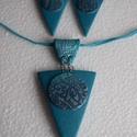 Rátétes háromszög alakú szett, Ékszer, Ékszerszett, Ékszerkészítés, Gyurma, Egyszínű alapot csináltam süthető gyurmából ennek a szettnek. A színátmenetes rátétbe mintát nyomta..., Meska