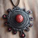 """""""Vörös bolygó"""" medál, Ékszer, Nyaklánc, Medál, Fekete és piros színű süthető gyurmából készítettem ezt a medált. A központi piros """"kő"""" felületére e..., Meska"""