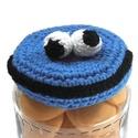 Sütiszörny üveg dekoráció, Dekoráció, Konyhafelszerelés, Mindenmás, Furcsaságok, Befőttesüveg tetejére horgoltam ezt a Sütiszörny (Cookie Monster) dekorációt. Pamutfonalból készítet..., Meska