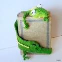 Krokodil, könyvbezárt könyvjelző, Naptár, képeslap, album, Mindenmás, Könyvjelző, Furcsaságok, Ez a krokodil a Nílusból egyenesen egy könyvbe menekült, most épp szabadulni igyekszik. Vicces térbe..., Meska