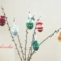 Húsvéti tojások, kötött-gyöngyösek, Dekoráció, Otthon, lakberendezés, Ünnepi dekoráció, Húsvéti apróságok, Hungarocell alapra kötöttem, rávarrt virág formájú és üveg gyöngyökkel, szatén masnikkal díszítettem..., Meska
