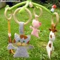 bébi állatkás mozgóka, Baba-mama-gyerek, Játék, Baba játék, Varrás, Hímzés, Ez a forgóka filcanyagból készült, gyapjúval töltött, csak természetes anyagokat tartalmaz, egyedi,..., Meska