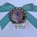 AKCIÓS ÁR! lila rózsás gyűrű antik színű állítható gyűrűalappal, Ékszer, óra, Gyűrű, Ékszerkészítés, Ezt a gyűrűt antik színű, állítható méretű kerek,csipkés szélű gyűrűalappal készítettem. Lilás árny..., Meska