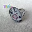 Akciós áron! Ezüst színű gyűrűalappal készült rózsás gyűrű, Ékszer, óra, Gyűrű, Ékszerkészítés, A gyűrűt ezüst színű, állítható méretű gyűrűalappal készítettem, rózsás mintával., Meska