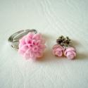 Rózsaszín szett: dália gyűrű és rózsabimbó füli, Köszöntelek!  Rózsaszín akril dáliából kés...