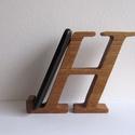"""Mobiltartó """"H"""" betűvel, Otthon & lakás, Dekoráció, Lakberendezés, Tárolóeszköz, Polcra, éjjeli szekrényre, kis asztalra helyezhető, """"H"""" betű formájú asztali mobiltartó.  Anyaga: 28..., Meska"""