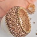 Púder chenille karkötő ajándék gyűrűvel, Ékszer, Karkötő, Gyűrű, Púder színű japán kásagyöngy alapot díszítettem matt arany és csillogó barack színű gyönggyel.  A ka..., Meska