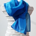 a kék árnyalataira kézzel festett  selyem sál, Ruha, divat, cipő, Kendő, sál, sapka, kesztyű, Kendő, Sál, Kézzel festettem  a kék árnyalataira ezt az elegáns  180cmx45cm-es selyem sálat  Bőrbarát alapanyago..., Meska