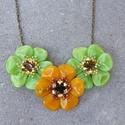 Tavaszi virágok nyaklánc, Ékszer, óra, Nyaklánc, Minőségi üveggyöngyökből és swarovski kristállyal készített nyaklánc.  Hossza állítható..., Meska