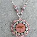 Rózsaszín szitakötős nyaklánc, Ékszer, óra, Nyaklánc, Minőségi üveggyöngyökből készített nyaklánc.  Hossza állítható, Meska