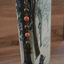 Swarovski korall - angyalkás könyvjelző, Naptár, képeslap, album, Könyvjelző, Korall színű Swarovski igazgyöngy utánzat gyöngyökből és bronz stardust golyókból készül..., Meska