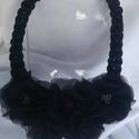 Horgolt nyaklánc, Ékszer, Nyaklánc, Csupa csupa fekete. Fekete zsinórból horgolt nyaklánc fekete virágokkal díszítve amiknek a közepét á..., Meska