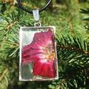 Rózsás gyanta nyaklánc, Ékszer, Fülbevaló, Valódi rózsa és gyanta felhasználásával készült ez a nyaklánc.Igazán egyedi darab.Medál m..., Meska