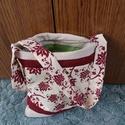 Kis méretű virágos kézi táska, Táska, Válltáska, oldaltáska, Varrás, Kis méretű, cipzárral záródó bordó virágos kézi táska, belül zöld színű béléssel, két zsebbel. Mére..., Meska