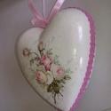 Vintage szív, Dekoráció, Dísz, Decoupage, transzfer és szalvétatechnika, Vintage rózsás szívecske. 10 cm.-es. Hungarocell alapra, fehér akril festékkel alapoztam.Szalvéta m..., Meska