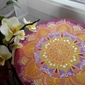 Napnyugta, Dekoráció, Otthon, lakberendezés, Képzőművészet, Falikép, Selyemfestés, 25 cm átmérőjű selyem mandala, fém karikára feszítve. Saját tervezésű minta, egyedi darab. A mandal..., Meska