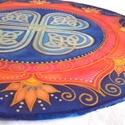 Szerencsehozó mandala, Dekoráció, Otthon, lakberendezés, Képzőművészet, Falikép, 25 cm átmérőjű selyem mandala, fém karikára feszítve. A mandala közepét egy csodaszép szer..., Meska