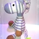Zéno a zebra - amigurumi, Játék, Játékfigura, Plüssállat, rongyjáték, Horgolás, Horgolt zebra Sörénye és a teste közép szürke és tört fehér színben pompázik. A szemei biztonsági s..., Meska