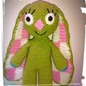 Kockásfülű nyúl - amigurumi, Játék, Játékfigura, Horgolás, Horgolt kockásfülű nyúl.  Mérete: kb 22 cm. Színei: zöld, fehér, rózsaszín. A szeme biztonsági szem..., Meska