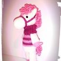 Nina a mini lovacska, Játék, Játékfigura, Plüssállat, rongyjáték, Horgolás, Horgolt lovacska. Vatelinnel töltve és biztonsági szemmel készült Méret kb 17 cm. Színei: tört fehé..., Meska