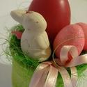 Nyuszi ül a fűben húsvéti asztaldísz, Dekoráció, Húsvéti díszek, egyedi húsvéti asztaldísz  méret teljes mag 12cm átmérő8cm, Meska