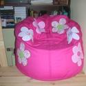 Pink színű virágos babzsák fotel, Bútor, Otthon, lakberendezés, Szék, fotel, Babzsák, Patchwork, foltvarrás, Varrás, Eladó a képen látható egyedi tervezésű pink színű, virágos babzsák fotel. Mérete: 90x100x35 Dupla h..., Meska