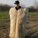 Suba, bunda - pásztor viselet/ betlehemes, regős, vadász kellék - fehér, Képzőművészet, Férfiaknak, Legénylakás, Hagyományőrző ajándékok, Varrás, Férjem készíti ezt a viseletet, egy öreg pásztortól tanulta meg az utolsó órákban. 100%-ig kézzel v..., Meska