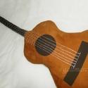 Klasszikus gitár párna, akusztikus gitár alakú párna, Otthon, lakberendezés, Dekoráció, Lakástextil, Párna, Pihe-puha (vatelinnel bélelt) élethű nagyságú párna.  Húrjait ezüst színű fonallal (kézzel) hímeztem..., Meska