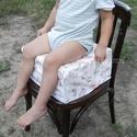 Ülésmagasító, etetőszék helyettesítő, gyerek szivacs párna, Baba-mama-gyerek, Otthon, lakberendezés, Konyhafelszerelés, Baba-mama kellék, Varrás, Ha a gyerkőc kinőtte az etetőszéket, de még nem éri fel rendesen az asztalt ez a párna tökéletes vá..., Meska
