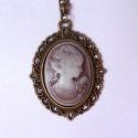 Lila kámea nyaklánc, Ékszer, Nyaklánc, Igazán nőies, kámea medállal díszített nyaklánc.  A medál mérete 39x27 mm, a kámea mérete..., Meska