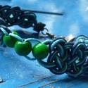 Kelta motívumos csomózott karkötő gyönggyel, Ékszer, Karkötő, Kelta motívumos, sötétkék, türkizkék és zöld viaszos zsinórból készült karkötő zöld f..., Meska