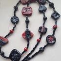 """""""Piros és fekete variációk""""  -  raku kerámia nyaklánc (hosszú), Ékszer, Nyaklánc, Ez a hosszú nyaklánc különleges kiegészítője lehet egy blúzodnak, vagy pulóverednek.  A lapos, külön..., Meska"""