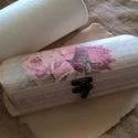 Vintage rózsák írással fatolltartó, Otthon, lakberendezés, Tárolóeszköz, Doboz, Decoupage, szalvétatechnika, A romantikus és vintage kedvelőinek szeretettel ajánlom, egyedi ajándék is lehet.  Szívesen elkészí..., Meska