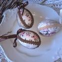 Vintage rózsás tojások 3 db-os csomag- dekoráció, barkadísz, húsvéti asztalidísz, Dekoráció, Mindenmás, Gobelin, Ünnepi dekoráció, Patchwork, foltvarrás,   Ezeket a Vintage hangulatú tojásokat patchwork technikával készítettem. Hasonló stílusú nyuszikat..., Meska