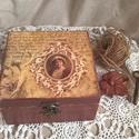 Régi emlék- vintage doboz, nosztalgia doboz 4 rekeszes, Otthon, lakberendezés, Tárolóeszköz, Láda, Doboz, Decoupage, transzfer és szalvétatechnika, Festett tárgyak, Romantikus stílusban festett és díszített fadoboz a vintage és a nosztalgia kedvelőinek.  A dobozt ..., Meska
