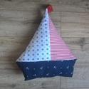 Hajóra fel! -Hajóspárna,, dekoráció, Mindenmás, Baba-mama-gyerek, Gyerekszoba, Varrás, A fiúk egyik kedvence a hajó.  Egyedi tervezésű  párna,  díszítsd vele a gyerekszobát, Különböző pa..., Meska