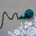 Türkiz kendergolyó nyaklánc , Ékszer, Nyaklánc, Medál, Türkiz színre festett kenderzsinegből és fa gyöngyökből készítettem a nyakláncot. A golyó..., Meska