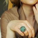 Tavasz gyűrű, Ékszer, óra, Gyűrű, Varrás, A gyűrűt festett kenderzsinegből készítettem. A gyűrű alapja antikolt bronz,állítható gyűrűalap. A ..., Meska