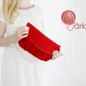 Piros gyapjúfilc táska, Táska, Válltáska, oldaltáska, Varrás, Kész darab,máris megvásárolható! Piros színű filc táska,belsejében piros pettyes textillel... Ár:69..., Meska