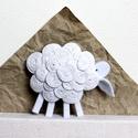 Bárány bross, Ékszer, Bross, kitűző, Varrás, Viaszolt zsinegből és gyapjúfilcből készült a bross... Méret: 7cmx6cm, Meska