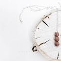 Medál, rózsaszín bogyókkal, Ékszer, Nyaklánc, Medál, Rózsaszínre festett kenderből készült a medál, ezüst színű lánccal. A bogyók mérete 1cm. Rendelhető ..., Meska