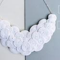 Fehér nyaklánc, Ékszer, Nyaklánc, Ékszerkészítés, Varrás, Fehér színű viaszolt zsinegből készült a nyaklánc, ezüst színű kiegészítőkkel... Méret: 17cm, Meska