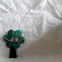 Fa bross (zöld), Ékszer, Bross, kitűző, Varrás, Zöldre festett kenderből készült a bross. Méret: 7,5cm, Meska