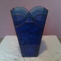 Tengernyi kék váza, Dekoráció, Otthon, lakberendezés, Kaspó, virágtartó, váza, korsó, cserép, 26 cm magas 4 különböző áttetsző kék üvegből készült váza. Talpa 8,5 x 8,5 cm, teteje 8..., Meska