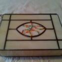 Tiffany doboz, Otthon, lakberendezés, Tárolóeszköz, Doboz, Üvegművészet, Felnyitható fedelű drapp színű Spectrum üvegből Tiffany technikával készült doboz, gyöngyös betétte..., Meska
